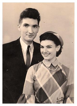 Mes grands-parents Paulette et Charles dans les années 1950, vêtements et chapeau sur-mesure.