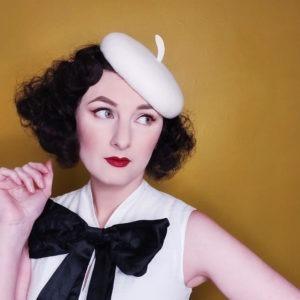 Chapeau rétro en feutre blanc ivoire. Béret de style vintage. Oh... Really? par Sandra Lacroix, chapelière, Bruxelles.