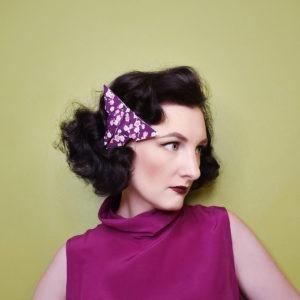 Accessoire pour cheveux rétro. Pince de style vintage avec un origami papillon violet à fleurs. Oh... Really? par Sandra Lacroix, chapelière, Bruxelles.